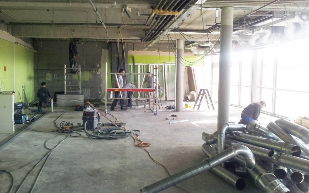 Aménagement d'une cuisine industrielle et de bureaux
